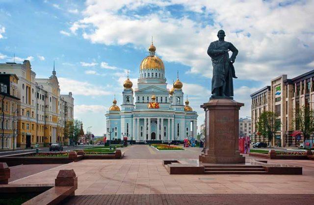 Соборная площадь в Саранске